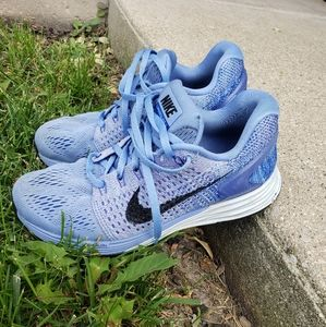 Nike running shoes size 6 blue
